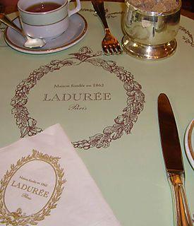 Laduree bakery Paris.EM61