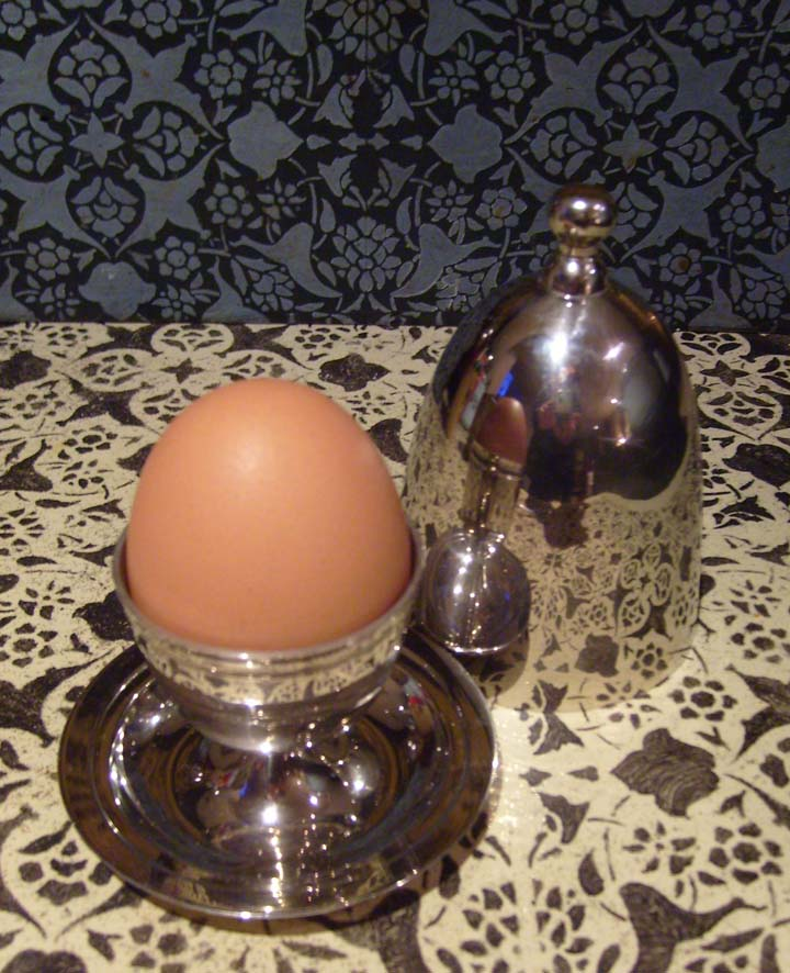 ILVA eggcup with stencilling 74