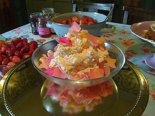 Rose petal cream35