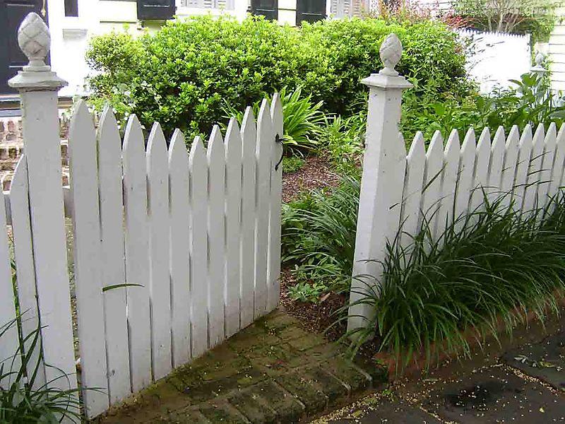 Open gate Charleston 79