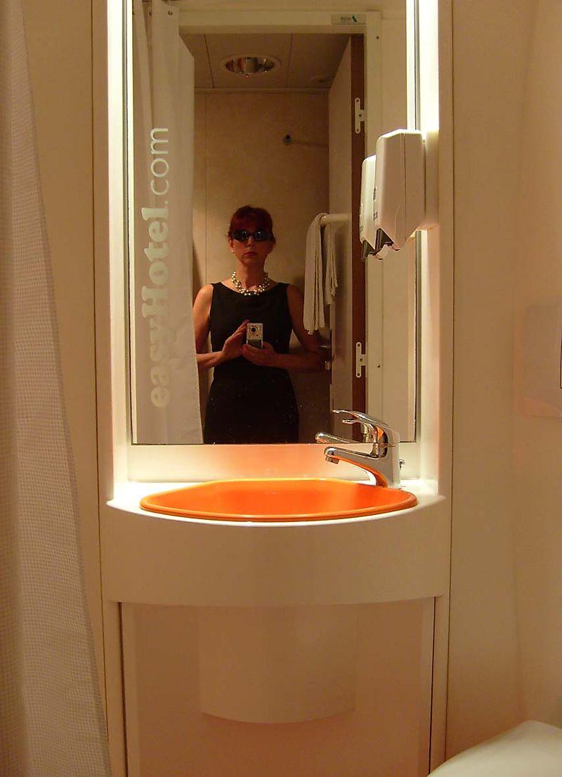 Easy hotel bathroom 98
