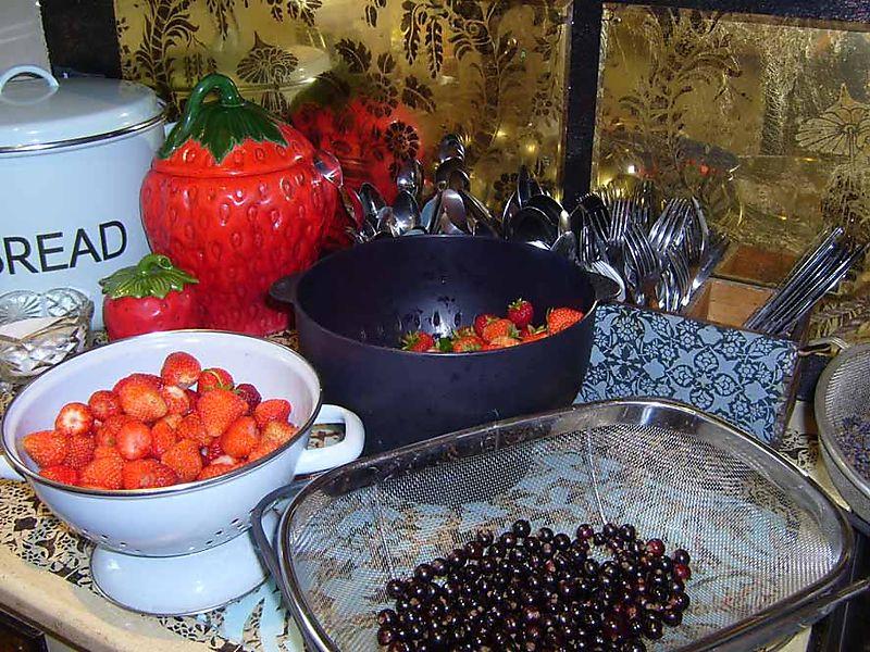 Fruit for lavender Eton mess 96