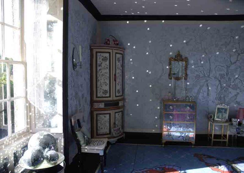 Light in Chinoiserie bedroom42