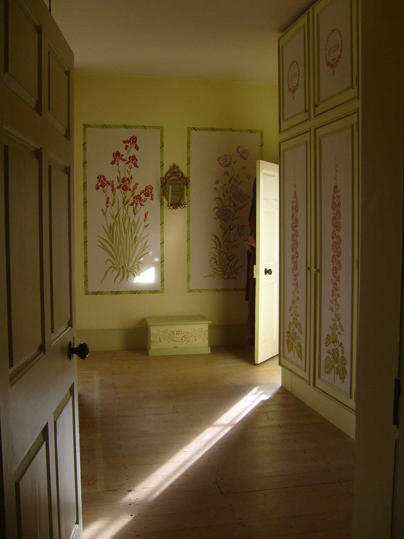 Sinlight in gustavian bedroom 91