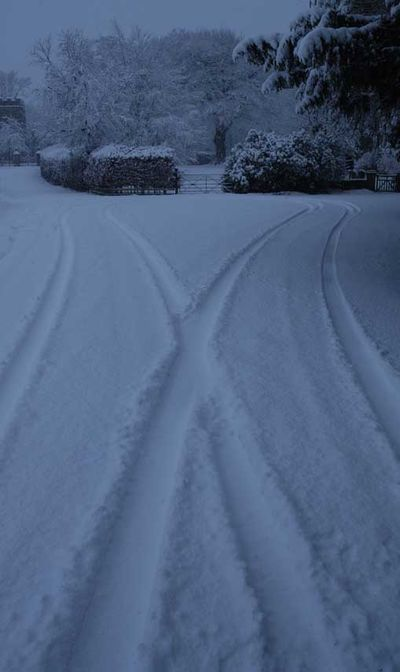 Bywell tyre tracks in snow 4237