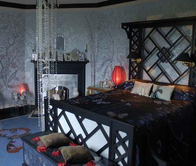2 Blue Chinoiserie bedroom em 10-1