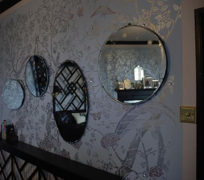 9 stencilled wall and mirrors em316
