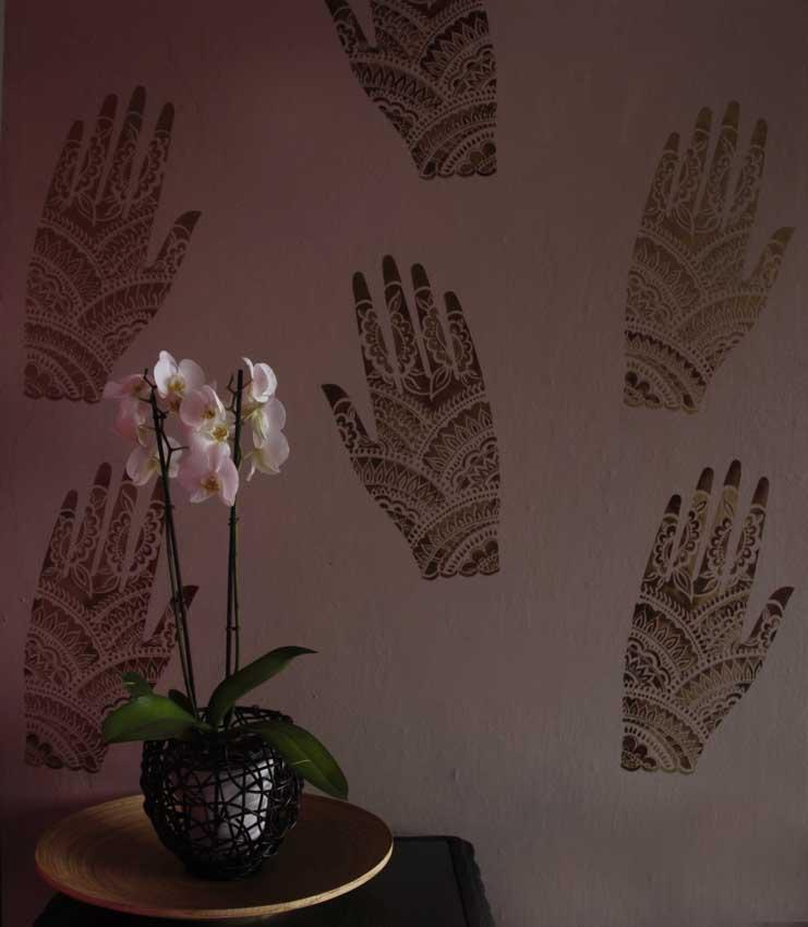 Little mehndi hand stencil 6-1