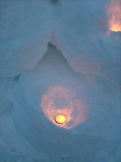 3 tea lights in snow 4296