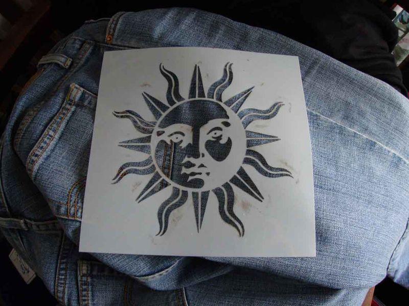 Sunface stencil 82