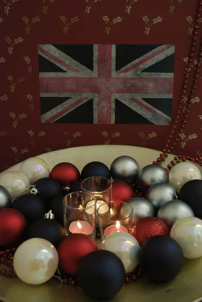 8 stencilled homeUJbaubles3598