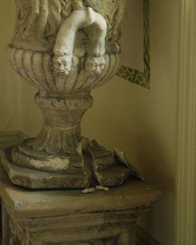 Gustav crumbling urn detail 25