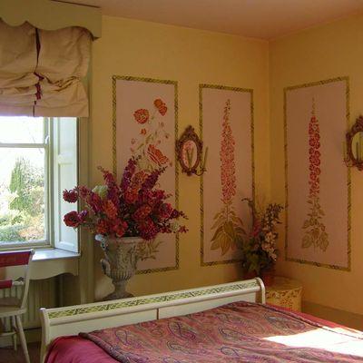 Gustavian stencilled bedroom em