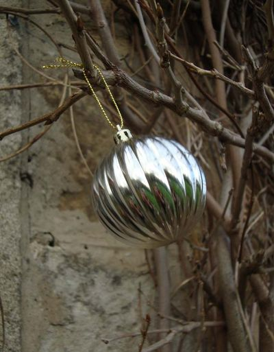 Swinging bauble 87