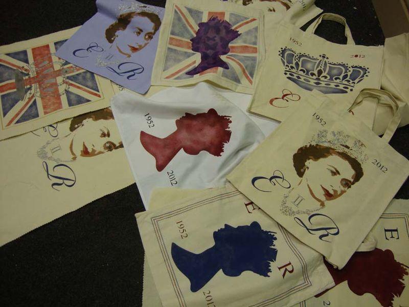 Stencil queen chaos 43