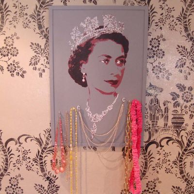 4 qn & crgi pinboard with necklace10