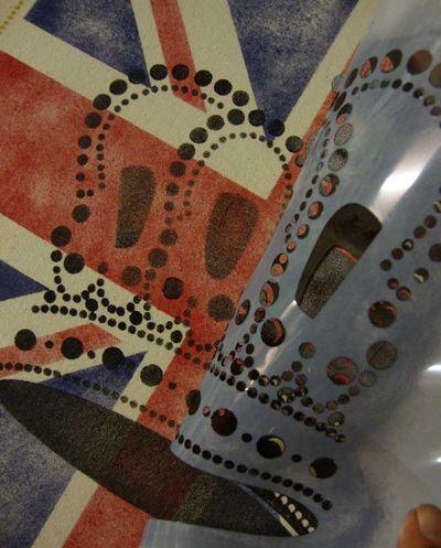 Stencil reveal crown 26
