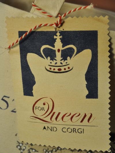 For queen and corgi tag blog