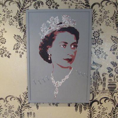Queen pin board pale 07