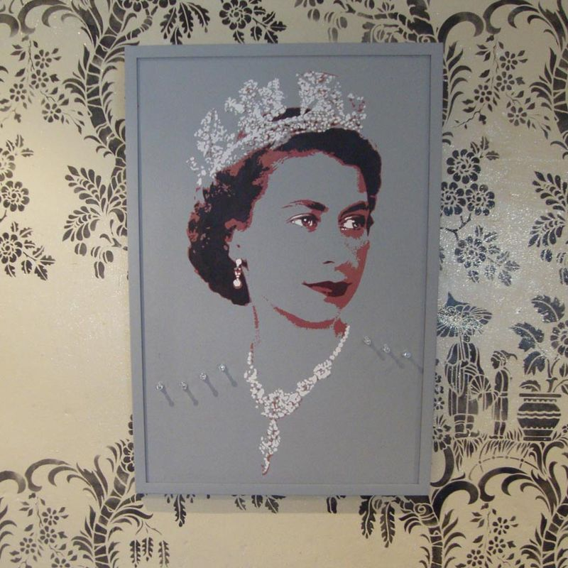 Queen pin board pale 07