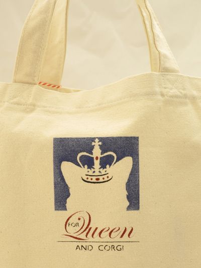 For queen and corgi bag back 29