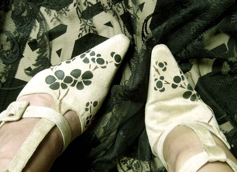 Stencilled shoes 1150