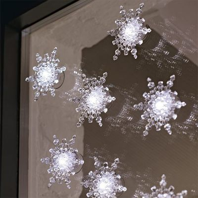 Snowflake-lights--dining-room--PHOTO-GALLERY--Style-at-Home--Housetohome