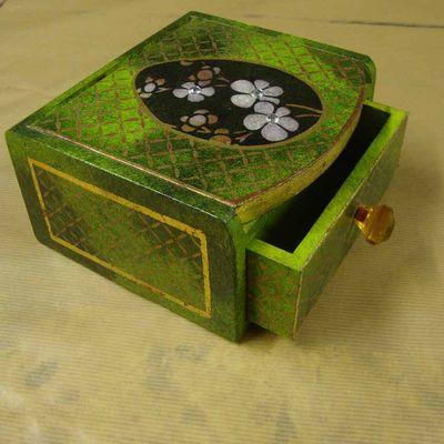 Stencil egg design box em65