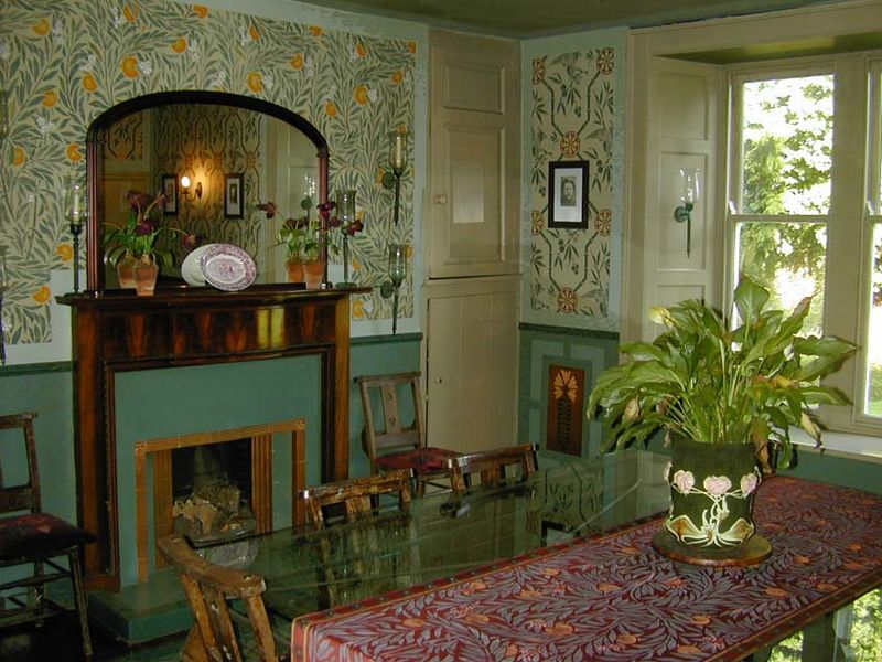 Arts&Crafts stencilled dining room lr37