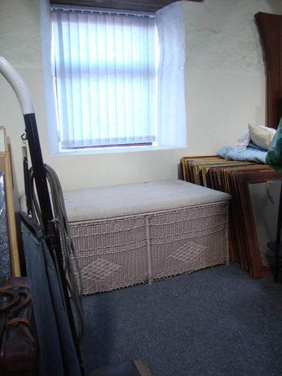 Furniture hamper 317