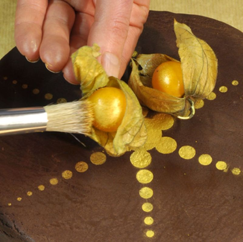 Physalis on cake