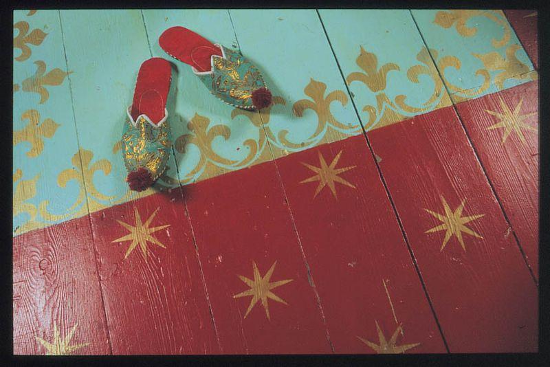 Morris red star floor