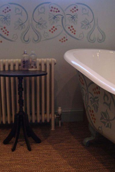 Stencilled bath 612