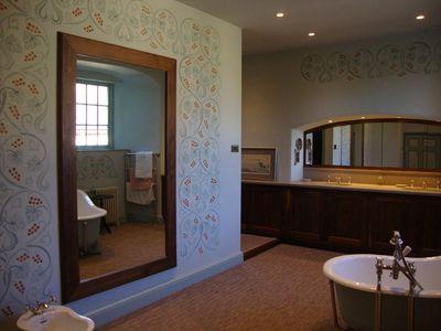 Celtic bathroom 14