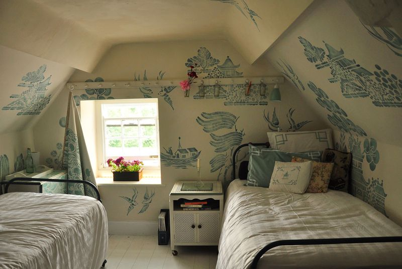 Willow pattern bedroom 06