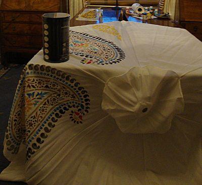 Stencilling a parasol 488