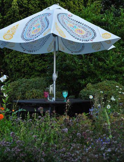 Stencilled parasol 084