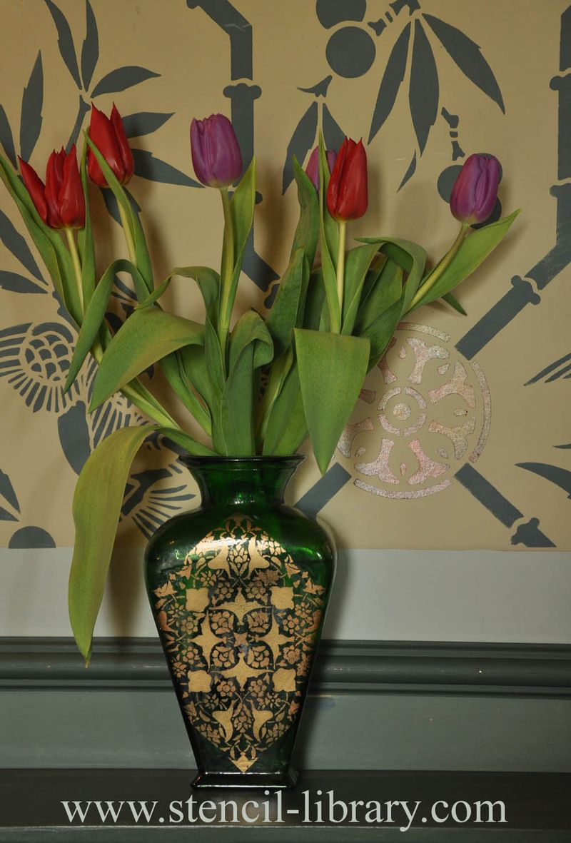 Stencilled vase and tulip18