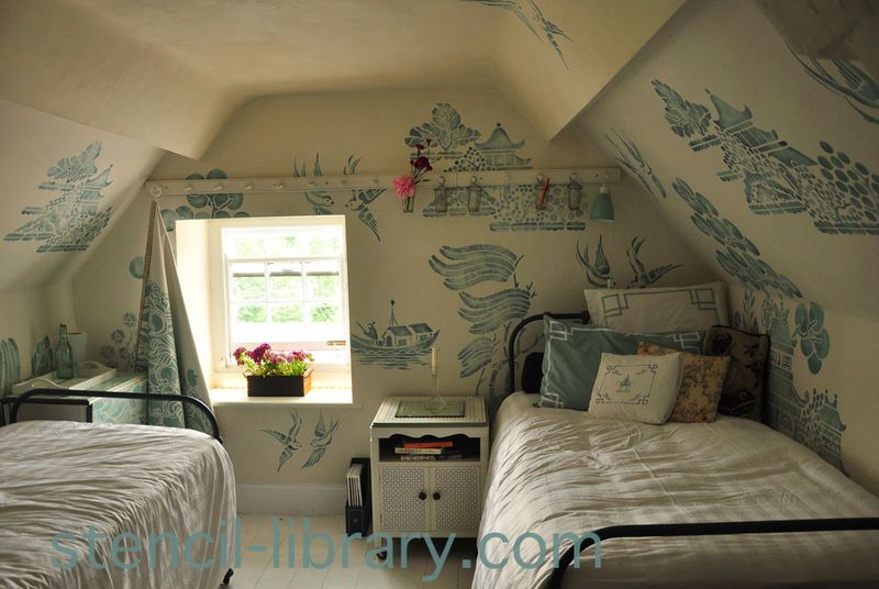 Willow pattern bedroom text