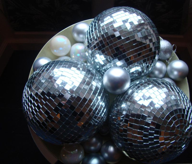 25 mirrorballs baubles