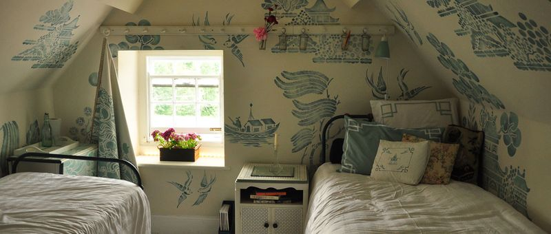 Willow pattern attic header