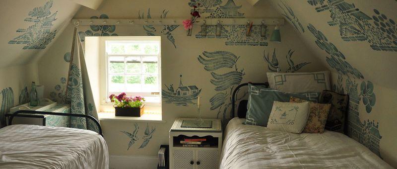 Willow pattern attic header
