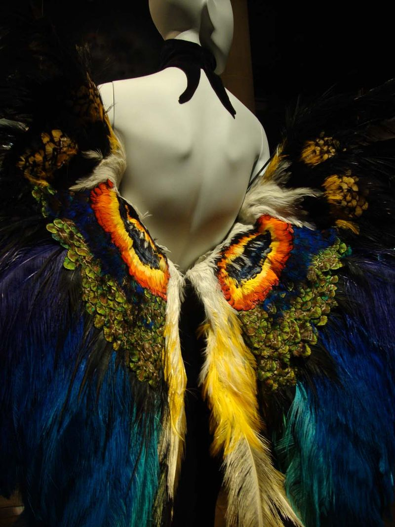Bowes feathers in fashion 09
