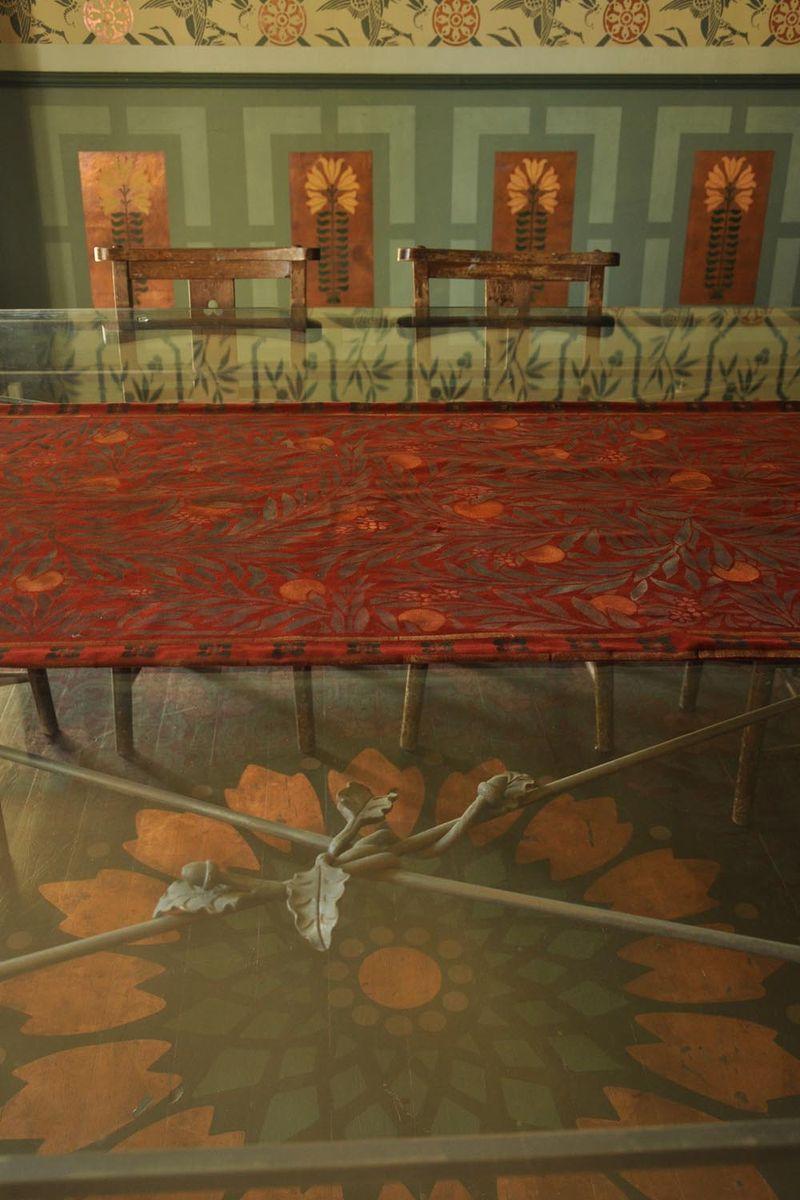 Floor stencil glass table60