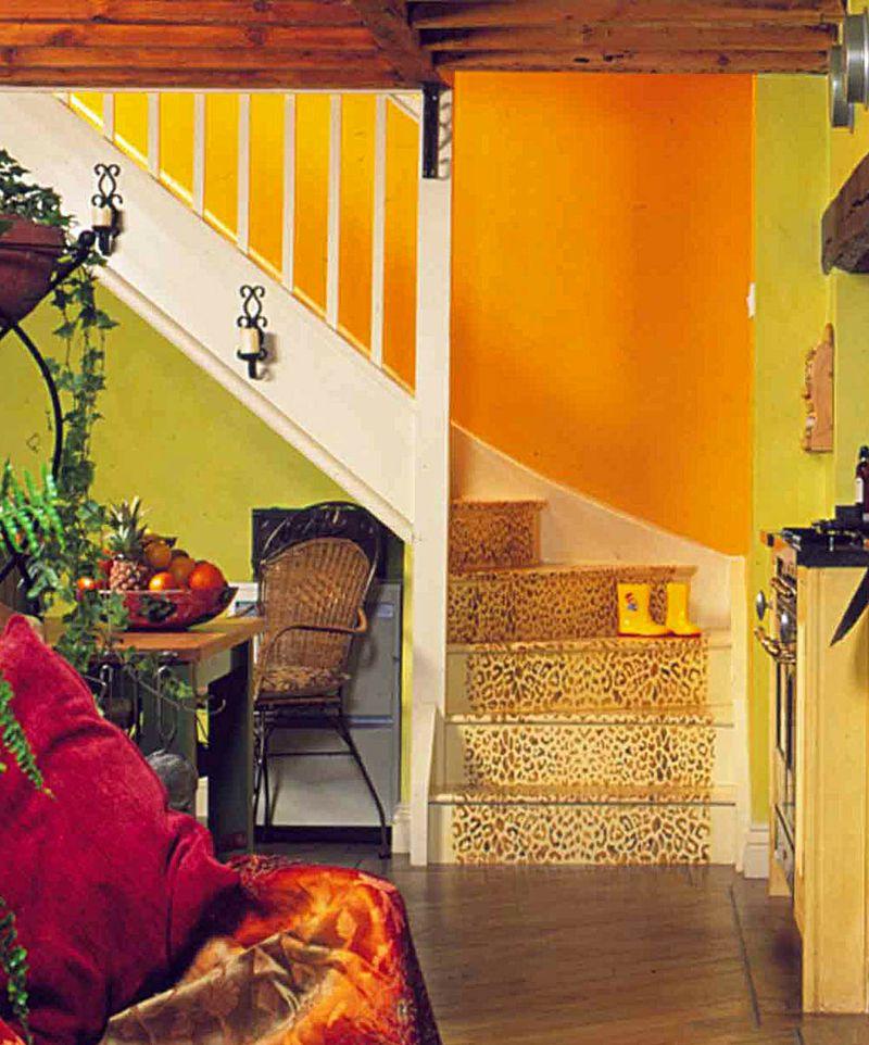 Leopard stencil stairs