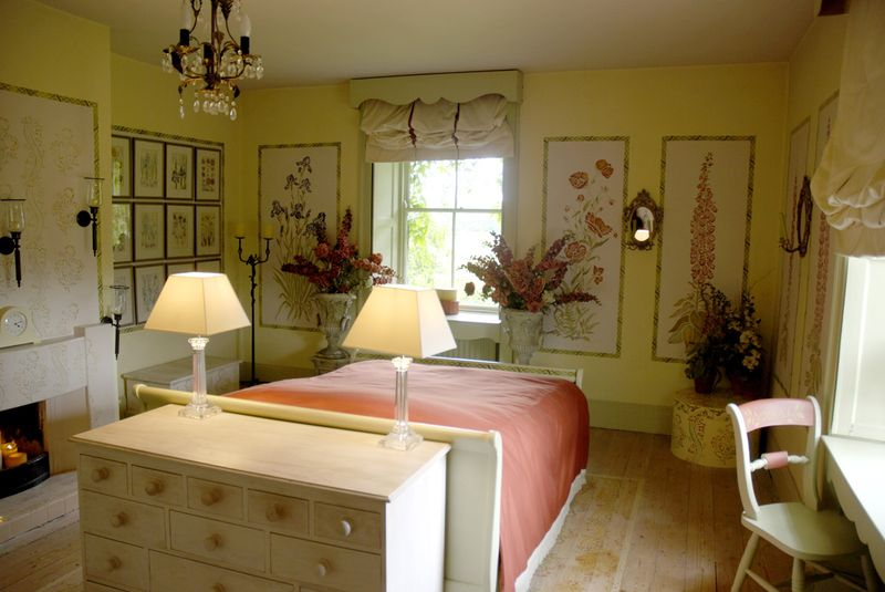 Gustavian stencil bedroom
