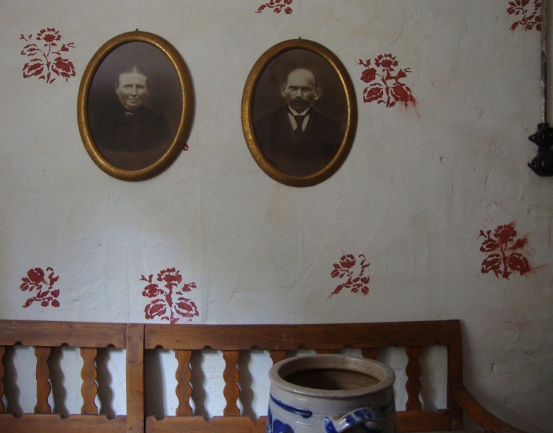 Stencil_and_portraits_roscheiderhof