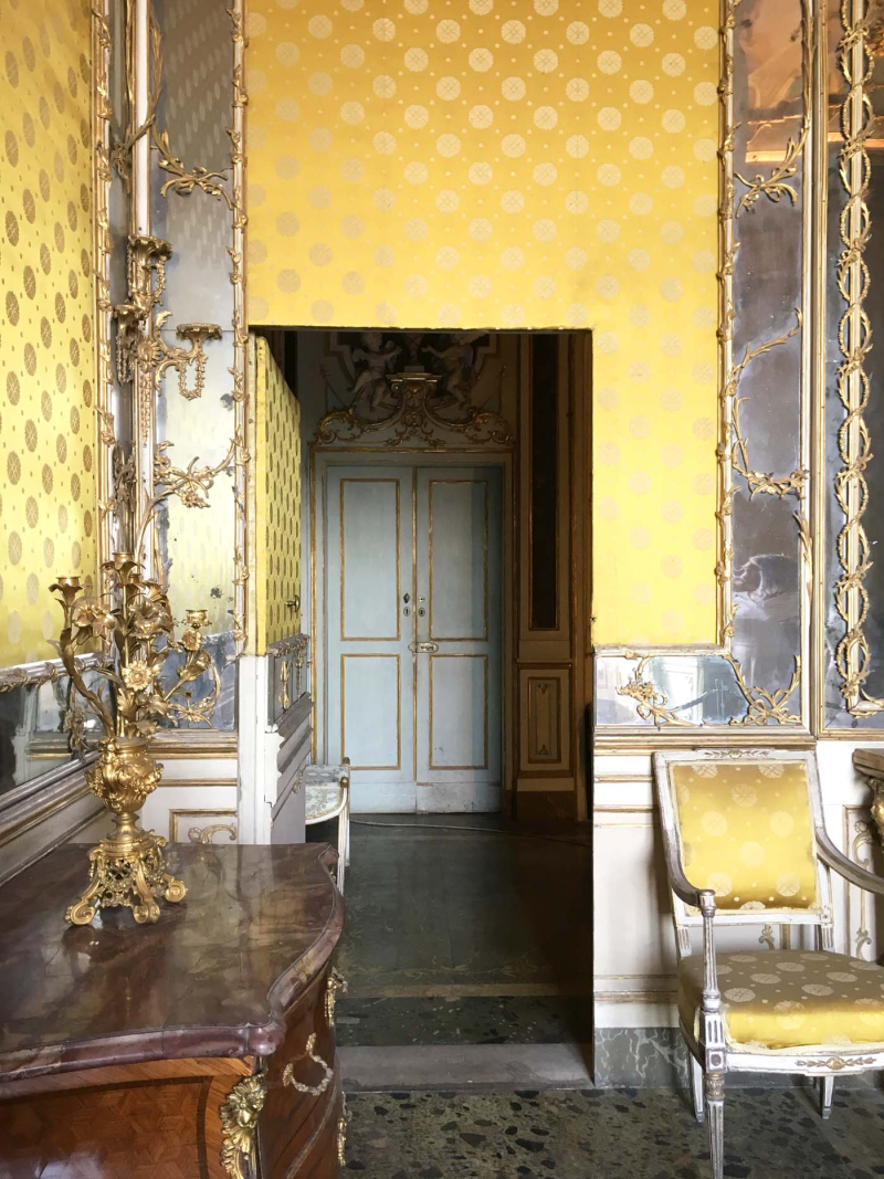 Silk and mirror walls  Caserta