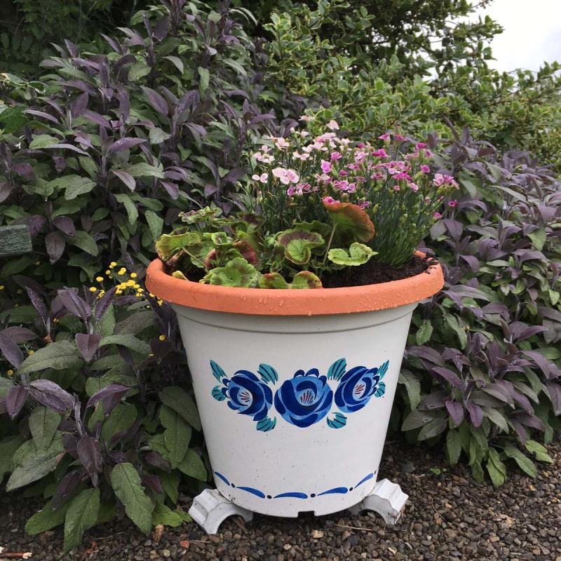 Stencilled plant pot 56