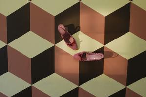 Big_bold_cubes_on_floor